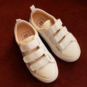 NWOT Gap Sneakers